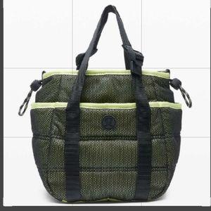 Lululemon Dash All Day Bucket Bag NWT